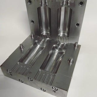 Mold for vial blowing